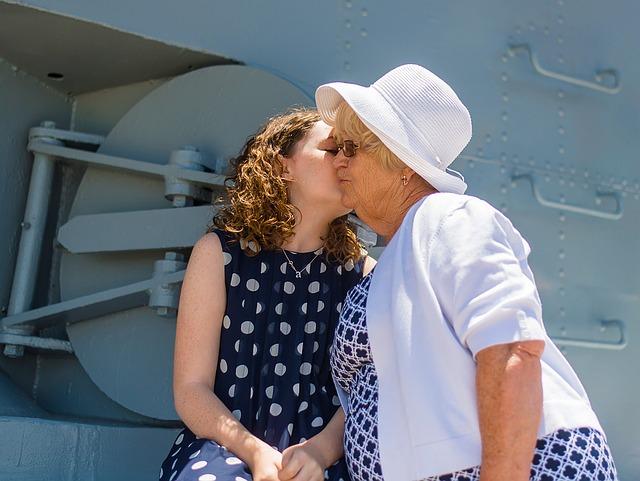 políbení babičky