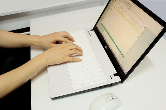 tabulka na monitoru.jpg