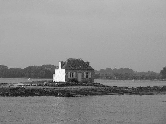 malý domek na pobřeží