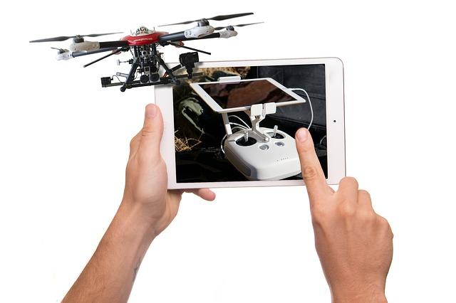 dron na tabletu
