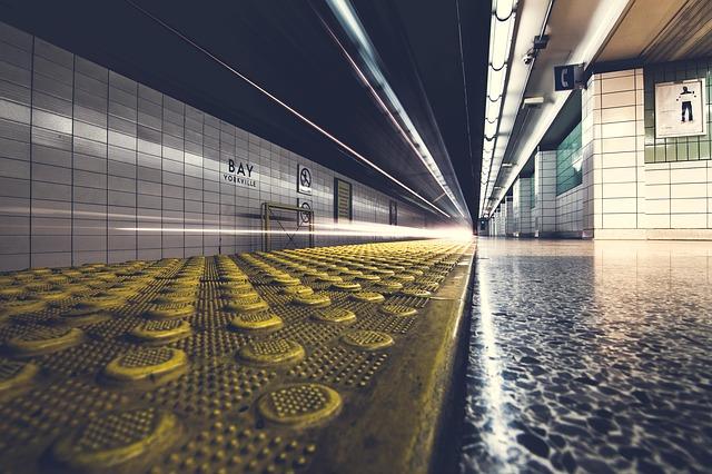 prázdné nástupiště