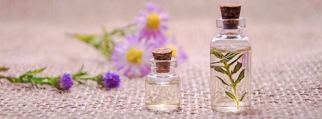 éterické oleje a květina