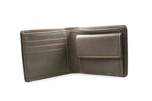 prázdná kožená peněženka.jpg